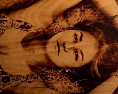 портрет на дереве на заказ в Курске